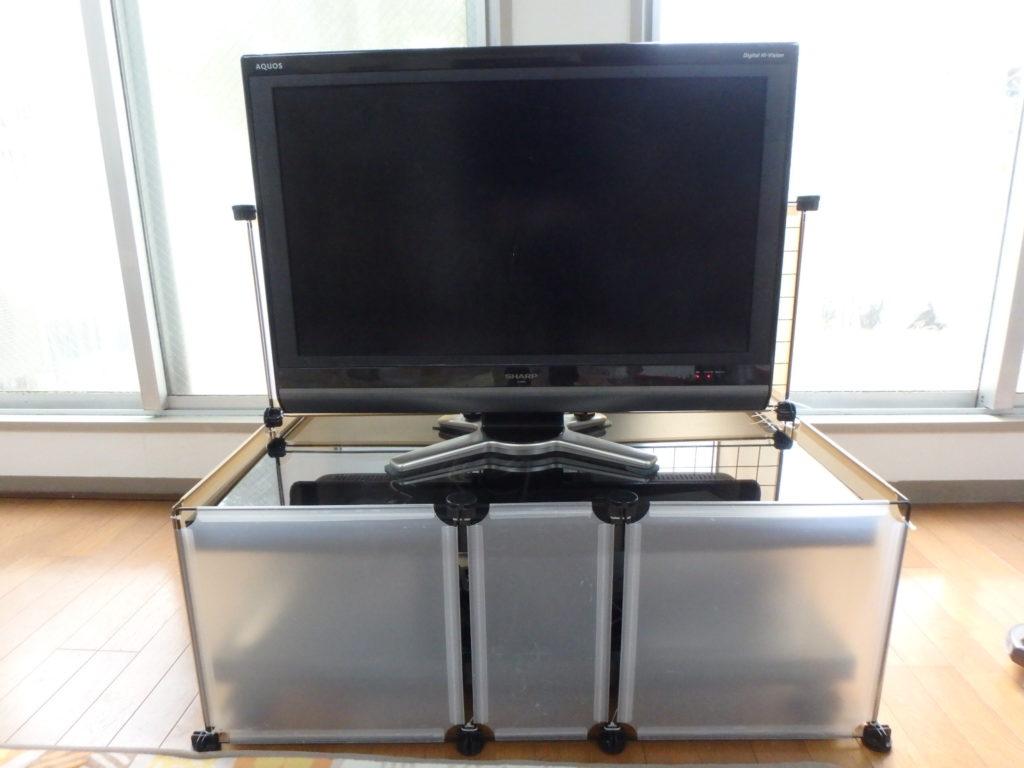 100円均一のテレビ台ガード(ベビーゲート)